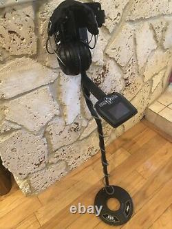 Whites Spectra VX3 Metal Detector with spectra sound wireless headphones